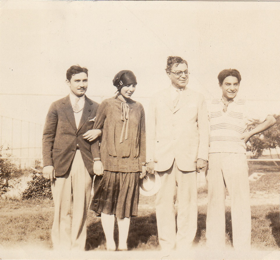 Walter Temple and his children, 1926. From the Homestead Museum Collection.