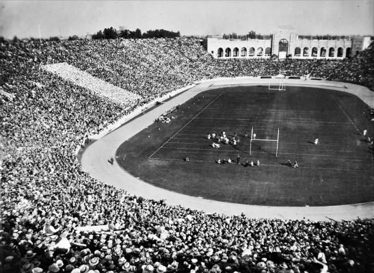 football-game-coliseum-1920s