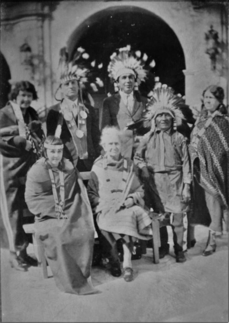 tourists-w-chief-menito-mission-sg-1920s