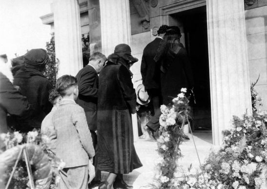 John H Temple Funeral Mourners Enter Mausoleum 2002.89.48.11