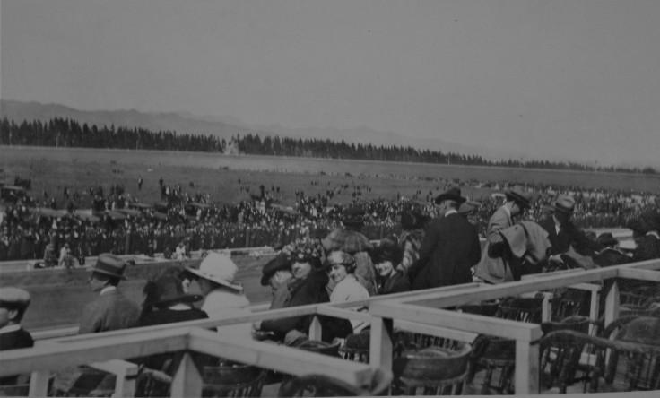 fans-at-1921-la-auto-race