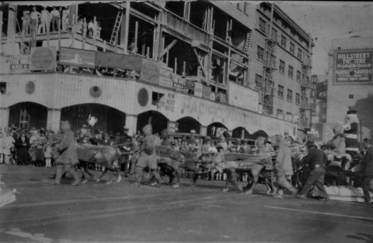 santa-claus-la-parade-1920s