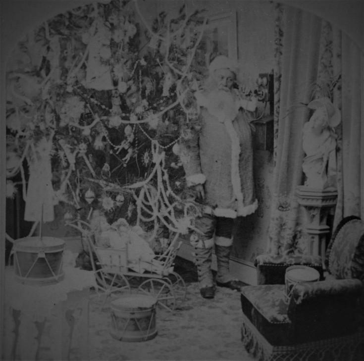 santa-on-phone-1890s