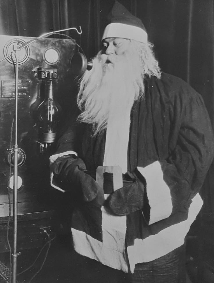 santa-on-radio-1920s