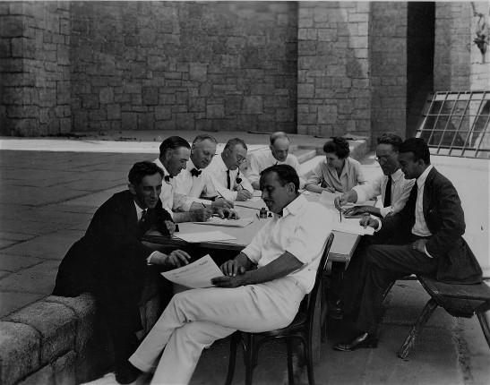 Douglas Fairbanks Sr on film set 4.jpg