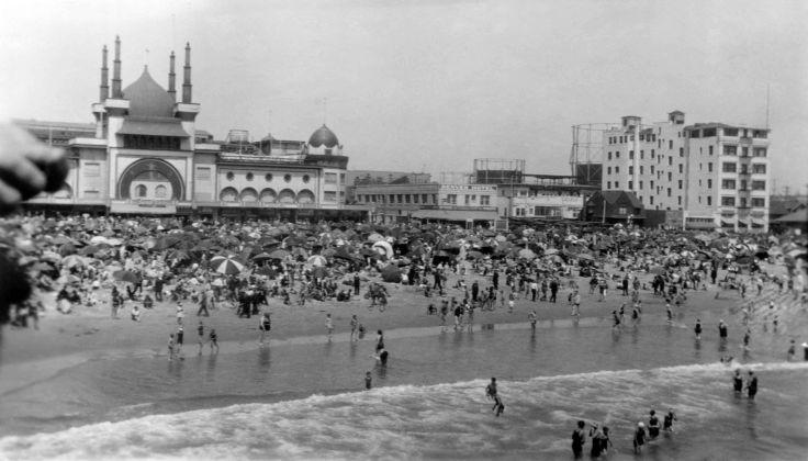 Santa Monica Beach 2003.254.1.1