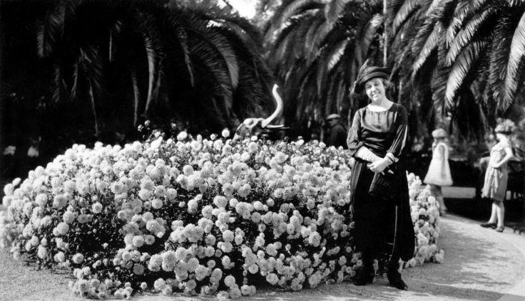 Woman By Floral Exhibit Busch Gardens Pasadena 2009.115.1.2