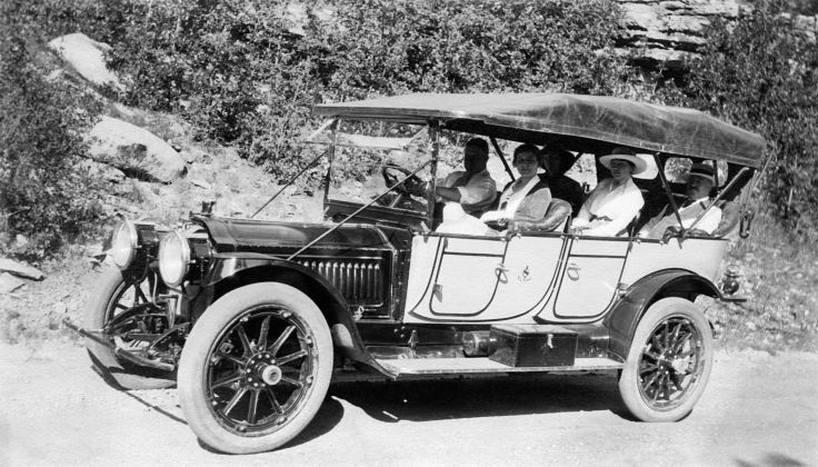 Group In Parked Packard Model 12 48 Near Los Angeles 2013.27.1.1